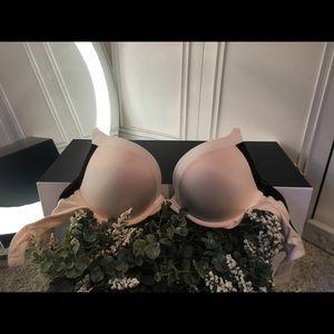 32D Victoria Secret Fabulous Push Up Bra 🍈🍈